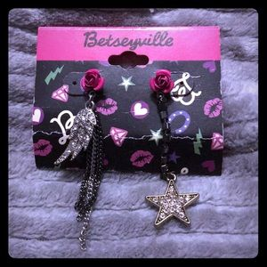 Wing and star earrings
